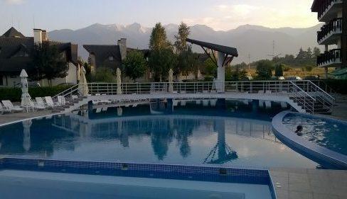 outdoor-pool-2-REDENKA