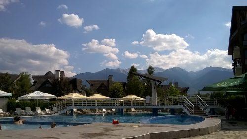 outdoor-pool-REDENKA