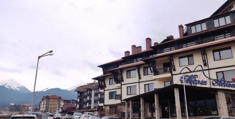 one-bedroom-apartment-with-mountain-view