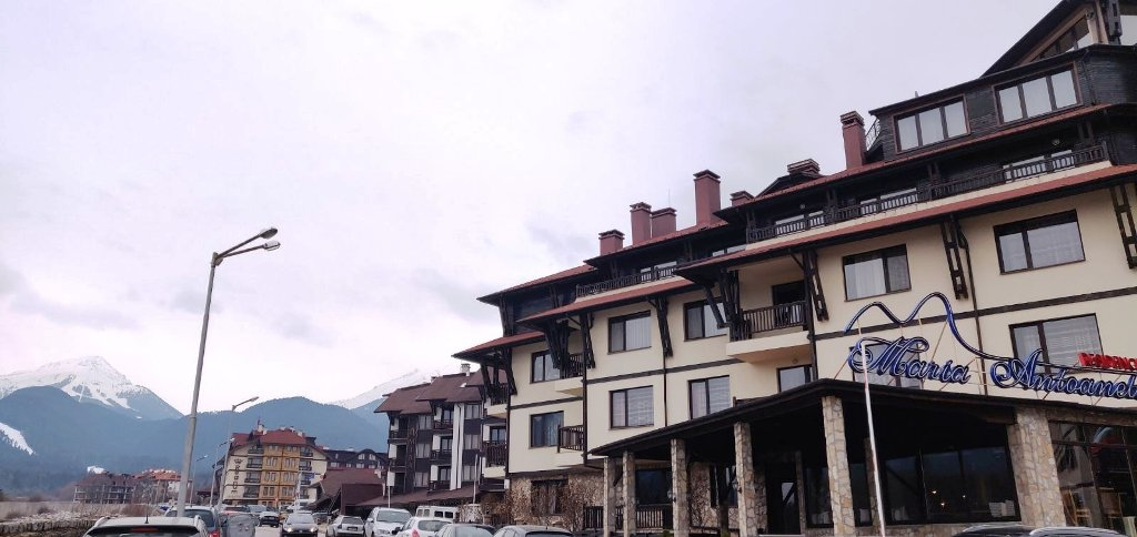 One-bedroom apartment with mountain view in Maria Antoaneta