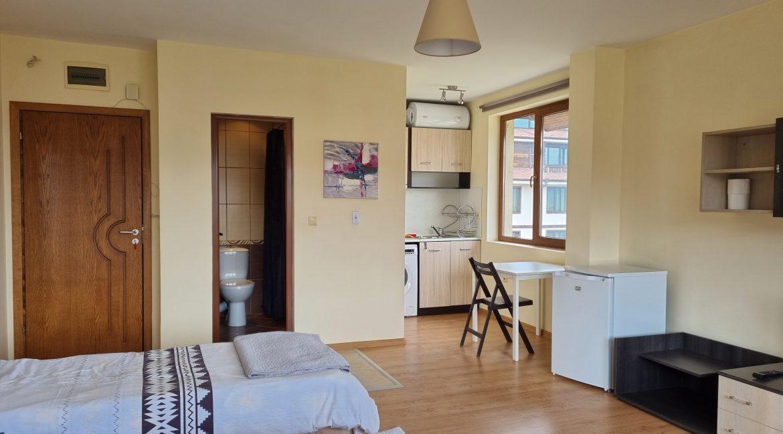 studio in residential building (5)