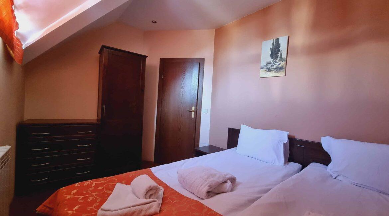 redenka 3 bedroom chalet (37)