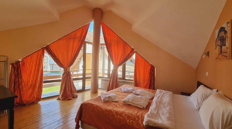 redenka 3 bedroom chalet (38)